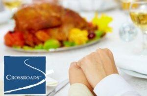 thanksgiving-gratitude-family-giving-thanks-at-festive-table-crblog2